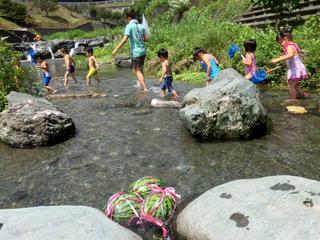 鬼石の川遊び